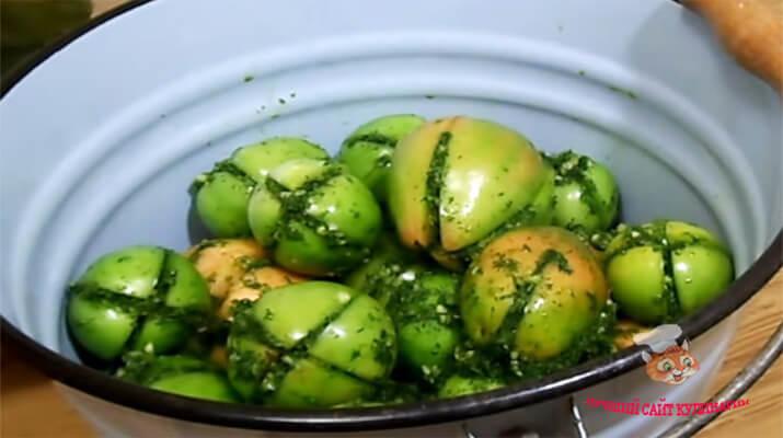 ostrye-zelenye-pomidory-na-zimu2