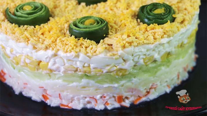 salat-s-krabovimi-palochkami-i-sirom