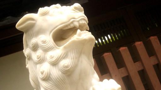 鎌倉の大仏様の前の狛犬