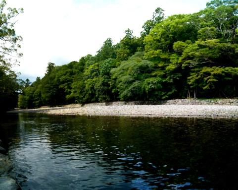 みそぎをする川