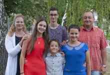 Photo of Ahol a nagycsaládnak része a sakk is – beszélgetés a Karácsonyi családdal