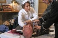 In der Conditorei Kaiser versorgt Karls Verlobte Helene Hartung den verletzten Leutnant Steinhäuser