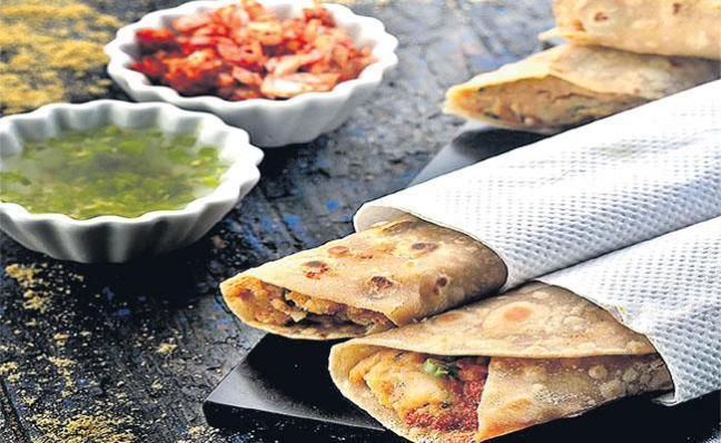 Chapati Veg Roll Making Recipe In Telugu - Sakshi