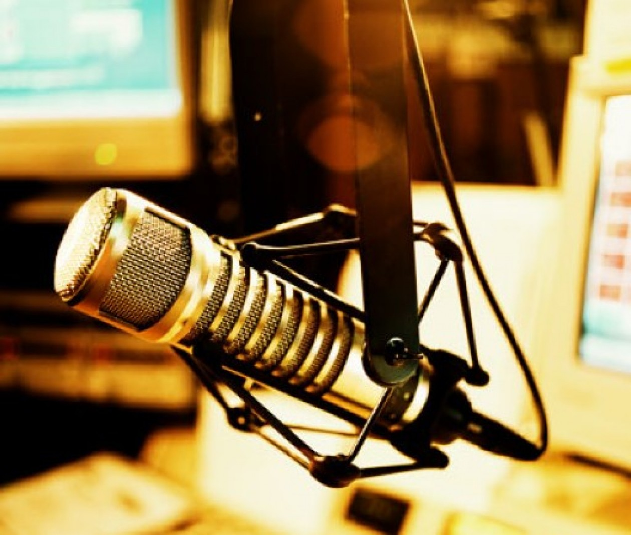 cropped-cropped-mic-studio.jpg