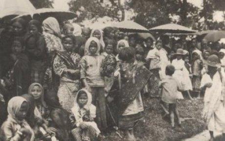 Hari Ibu-Perempuan dan anak-anak di Takengon, Aceh. Sumber foto KITLV DIgital Image Library koleksi Tichelman, G.L 1932-1933-jpeg.image