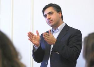 دکتر پیام اخوان: هدف تحریم ها باید منزوی کردن رژیم ایران باشد، نه تنبیه کردن مردم ایران