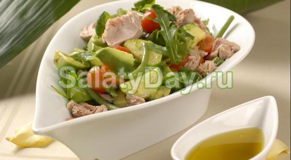 Салат с тунцом консервированным — вкусные и недорогие ...