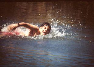 Armando Ares nadando