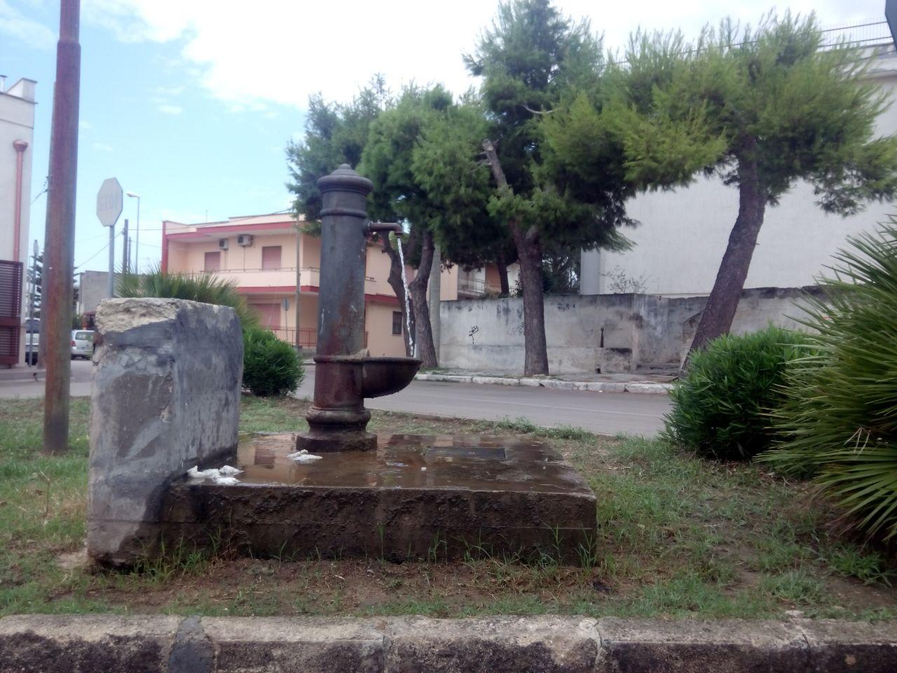 Fontana a Melendugno con acqua sempre aperta,chi pagherà per lo spreco?