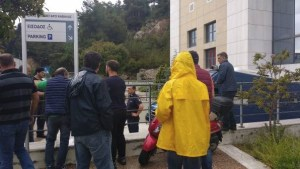 kabala - proteste fuori dal tribunale