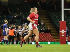 Sale Sharks Women prop Molly Kelly playinng for Wales