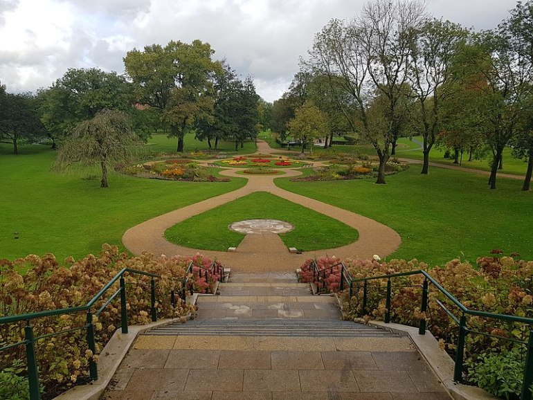 Image credit: https://commons.wikimedia.org/wiki/File:Peel_Park_from_behind_Salford_Museum.jpg