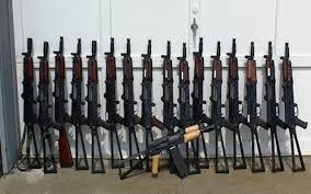 تحقيق...أجنبي الجنسية يقف وراء تجارة السلاح بعدن تحت حماية متنفذين في السلطة