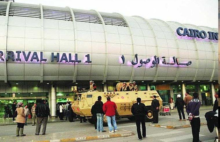 دبلوماسي عربي يثير بلبلة في مطار القاهرة!