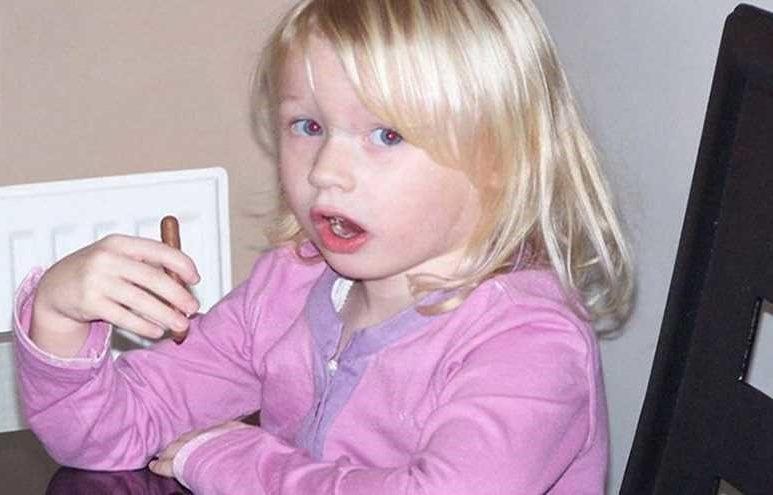 بالصور.. طفلة تشنق نفسها على غرار أفلام الكارتون