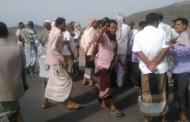 إحتجاجات غاضبة في لحج ومنع منظمات من دخول مخيم خرز للاجئين
