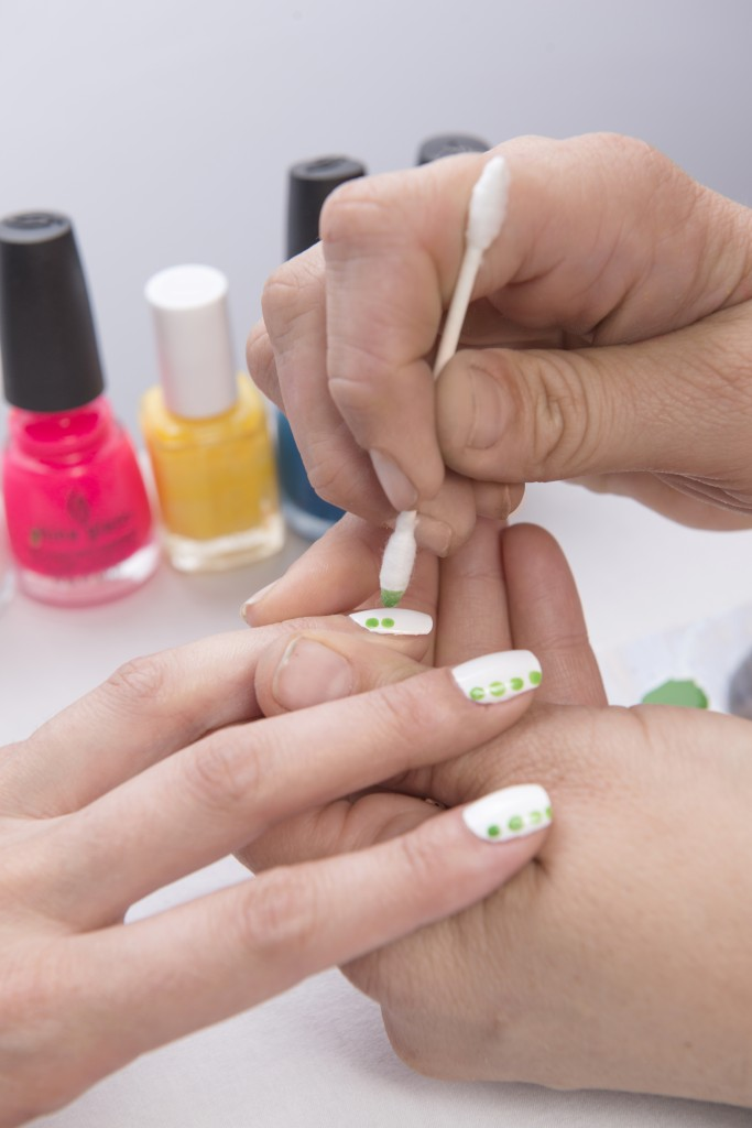 dot-nail-art-how-to