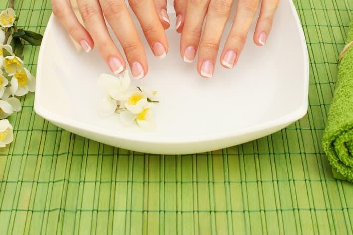 Как укрепить слоящиеся ногти_ванночки