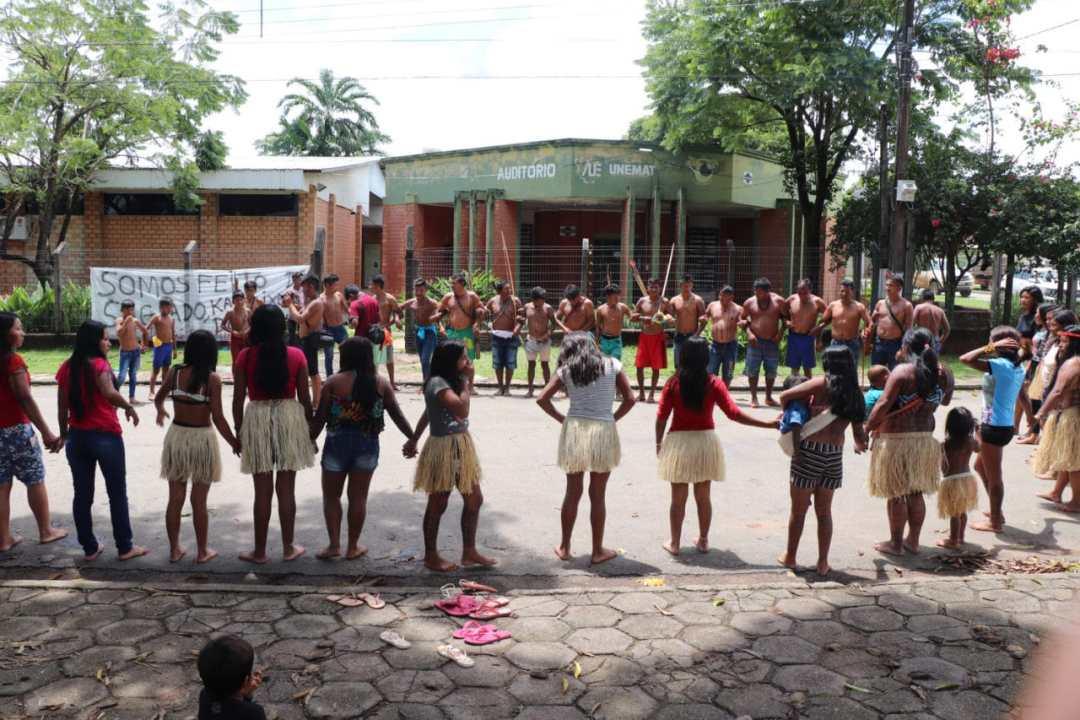 Munduruku Reclaim Funerary Urns from Museum (1-13-30)