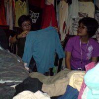 Belanja Baju Bekas di Pasar Senen
