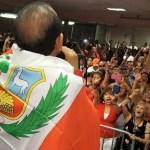 Charlie Aponte celebró las Fiestas Patrias con los peruanos de Los Ángeles