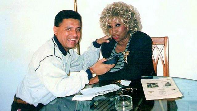 Nacho Leonarte junto a la Guarachera de Cuba, Celia Cruz, cuando llegó a nuestro país. (Foto: Facebook/Nacho Leonarte)