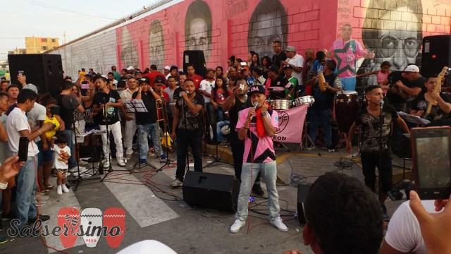 Renzo Padilla puso a bailar a las personas que llegaron hasta el barrio de Atahualpa, en el Callao.
