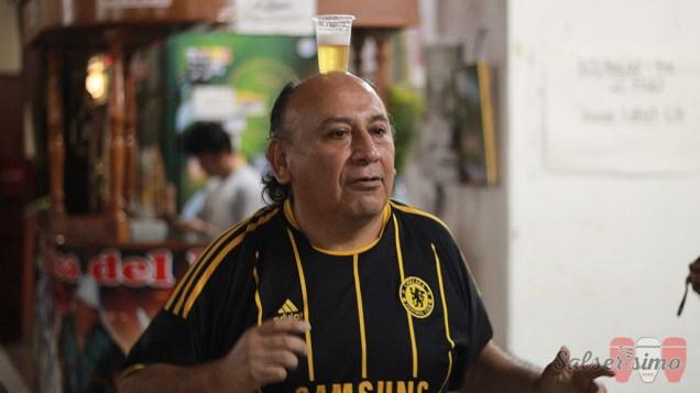 Curioso personaje demuestra que aún le queda un saldo de sobriedad. (Foto: Salserísimo Perú)