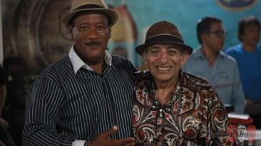Ni la música ni las fotos se detuvieron. Aquí el Mocho junto a nuestro amigo Carlos Alberto Sotomayor. (Foto: Salserísimo Perú)