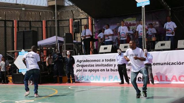 Los internos agradecieron el gesto de los salseros y la Policía Nacional del Perú. (Foto: Facebook/Combo Espectáculo Creación)