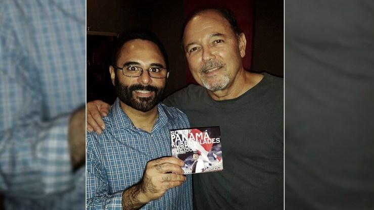 Rubén Blades y Roberto Delgado posando son el disco 'Son de Panamá', ganador del Grammy 2016. (Foto: Facebook/RobertoDelgado)