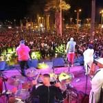 Los Van Van tocan en el centro de Lima