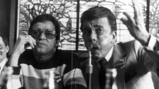 Héctor Lavoe junto a Luis Delgado Aparicio en la conferencia de prensa. (Foto: Archivo El Peruano)