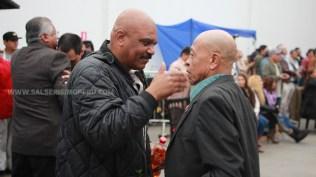 El sonero Waltinho y el percusionista Macario Nicasio se reencontraron en la actividad en favor de su amigo Lucho Cueto. (Foto: Antonio Alvarez F./Salserísimo Perú)