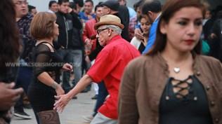 Don Carlitos, a sus 79 años, es uno de los bailarines que siempre se roba el show. (Foto: Antonio Alvarez F./Salserísimo Perú)