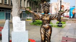La India estuvo presente en la ceremonia de develación del monumento. (Foto: Salserísimo Perú)