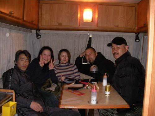 左から、ちゅーそん、バカエミ、M子、隊長、カメラマン準