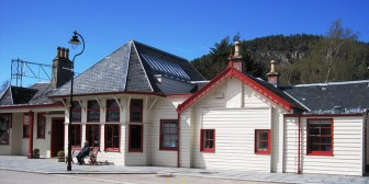 Ballater Station by Fear Liath Mor / Flickr