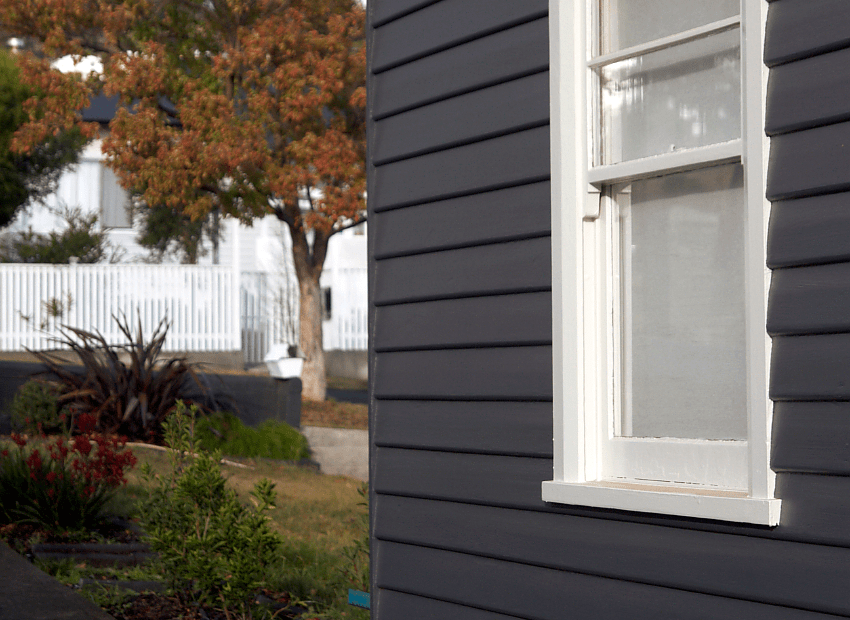 Painting weatherboards | Saltbush Avenue