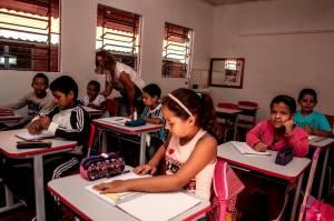 12321659_916863775078825_7088101520696599604_n-300x199 EDUCAÇÃO: Rede de ensino municipal retornou às aulas.