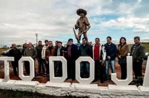 Garimpeiro-5-300x199 MONUMENTO: Inaugurado monumento em homenagem ao garimpeiro