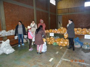 36321603_872602772948659_2346780249477349376_n-1-300x225 Mais uma distribuição de alimentos do Programa de Aquisição de Alimentos (PAA)