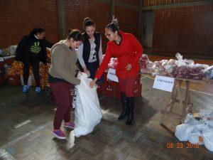 40205721_259006421387944_1633562588803497984_n-300x225 Mais uma entrega de alimentos pelo Programa de Aquisição de Alimentos-PAA