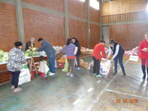40228872_1054820754696676_9197394202042826752_n-300x225 Mais uma entrega de alimentos pelo Programa de Aquisição de Alimentos-PAA