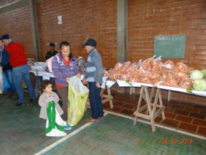 40239085_678217005875128_8390625526527557632_n-300x225 Mais uma entrega de alimentos pelo Programa de Aquisição de Alimentos-PAA
