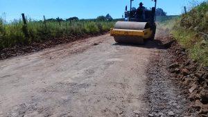 53660794_275529033341032_336830508086329344_n-300x169 Recuperação das estradas no interior são prioridades para o escoamento da safra de soja.