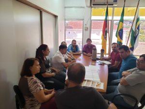 WhatsApp-Image-2019-04-26-at-14.59.26-1-300x225 Prefeito se reuniu com secretários e vereadores e equipe de engenharia para apresentação do projeto de revitalização da Avenida Pio XII.
