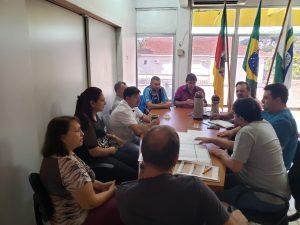 WhatsApp-Image-2019-04-26-at-14.59.27-1-300x225 Prefeito se reuniu com secretários e vereadores e equipe de engenharia para apresentação do projeto de revitalização da Avenida Pio XII.