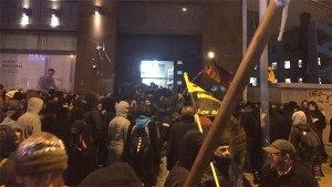 12 detenidos y 6 policías heridos