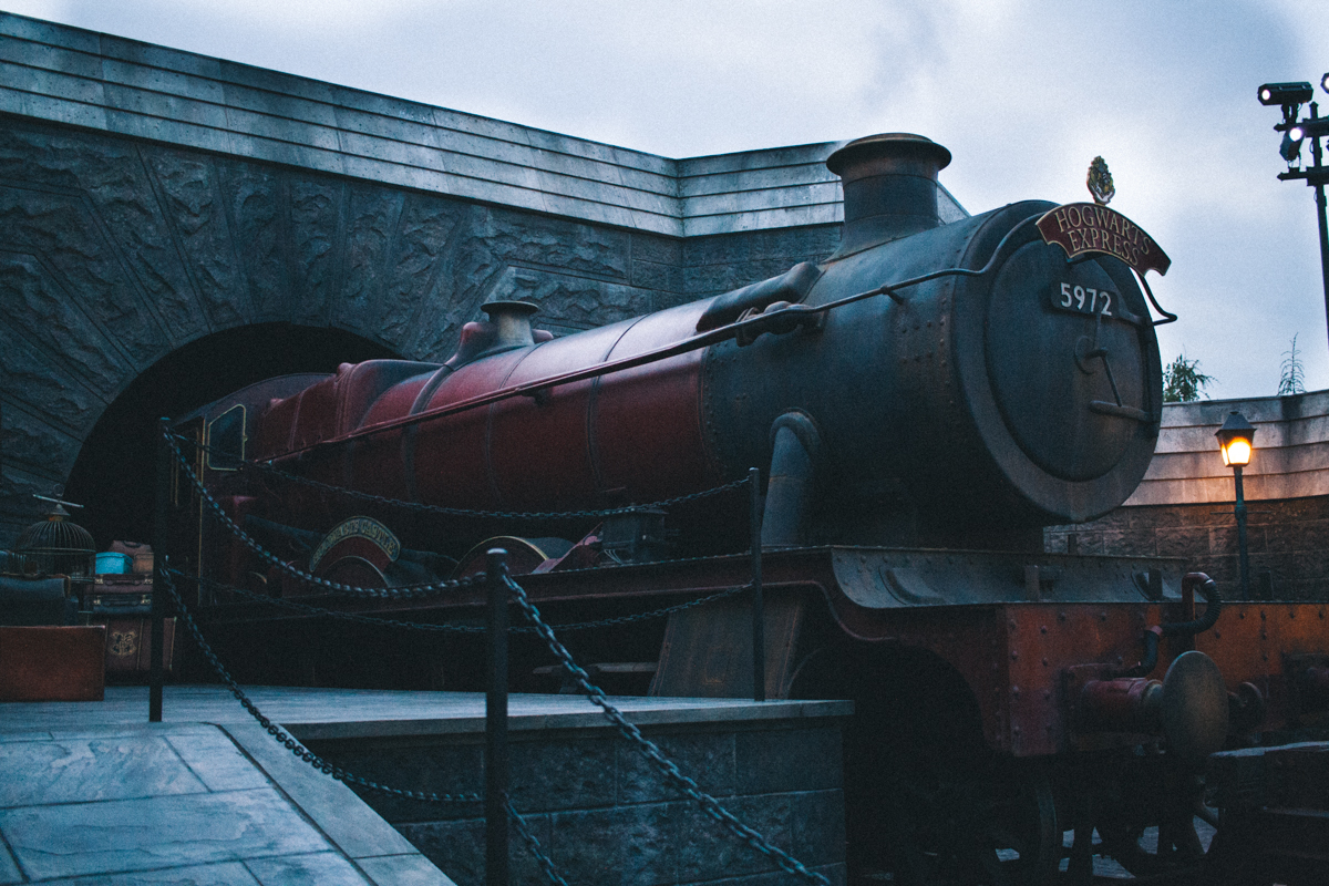 The all-inclusive guide to Harry Potter World in California! This has everything you need to visit the wizarding world! | saltyspaces.com